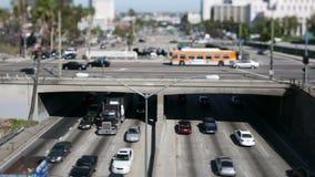 Le trafic du centre de Los Angeles - décalage d'inclinaison banque de vidéos