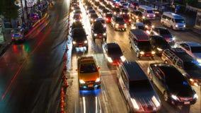 Le trafic en heure de pointe la nuit , la Thaïlande banque de vidéos