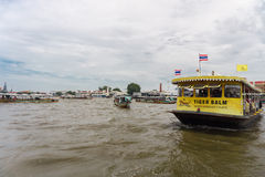 Le trafic en rivière de Bangkok Images libres de droits
