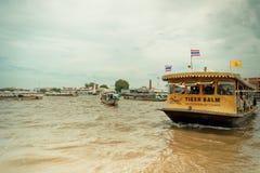 Le trafic en rivière de Bangkok Image libre de droits