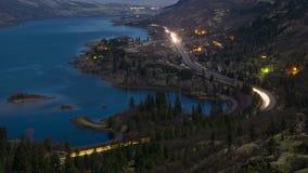 Le trafic le long de la gorge du fleuve Columbia banque de vidéos