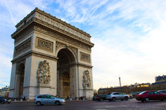 Le trafic près de la voûte de Triumph, Paris Photos libres de droits