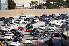 Le trafic sur 405 l'autoroute Los Angeles Photographie stock libre de droits