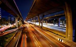 Le trafic sur l'autoroute urbaine interurbaine Photo libre de droits