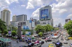 Le trafic sur la route de ratchaprasong photo stock