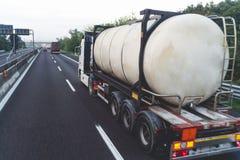 Le trafic sur la route Fond brouill? d'image concept au sujet de transport image stock