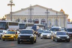 Le trafic sur la rue de Moscou photo libre de droits