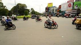 Le trafic sur la rue passante dans Ho Chi Minh City du centre (Saigon) Vietnam banque de vidéos