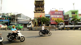 Le trafic sur la rue passante dans Ho Chi Minh City du centre (Saigon) Vietnam clips vidéos