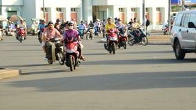 Le trafic sur la rue passante dans Ho Chi Minh City Vietnam du centre banque de vidéos