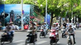 Le trafic sur la rue passante Ho Chi Minh City - au Vietnam du centre clips vidéos