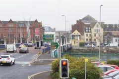 Le trafic sur le pont à l'est à de Belfast Photos stock