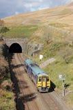Le train Blea amarrent le tunnel sur le banc à dossier à la ligne de Carlisle Image libre de droits
