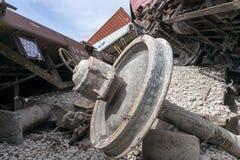 Le train déraillé donne des leçons particulières au site d'un accident de train à la GE Photographie stock