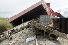 Le train déraillé donne des leçons particulières au site d'un accident de train à la GE Photo stock