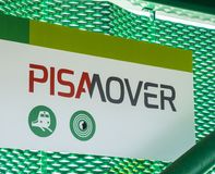 Le train de transfert de Pisamover entre l'aéroport et la station centrale de Pise - PISE ITALIE - 13 septembre 2017 Photo libre de droits