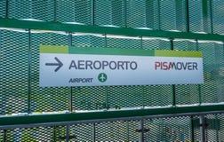 Le train de transfert de Pisamover entre l'aéroport et la station centrale de Pise - PISE ITALIE - 13 septembre 2017 Photographie stock libre de droits