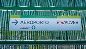Le train de transfert de Pisamover entre l'aéroport et la station centrale de Pise - PISE ITALIE - 13 septembre 2017 Images stock