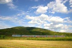 Le train de voyageurs chez Tokaj Photo libre de droits