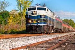 Le train de voyageurs scénique photo libre de droits