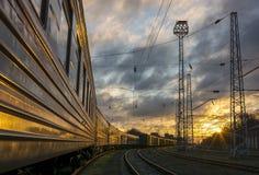 Le train est à la station Image stock