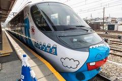 Le train local spécial Mt peint Fuji dans la gare ferroviaire images libres de droits