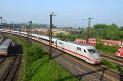 Le train régional écrit la gare Ulm Image stock