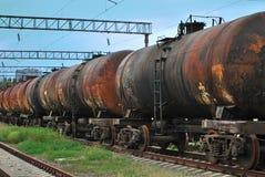 Le train transporte de vieux réservoirs photographie stock libre de droits