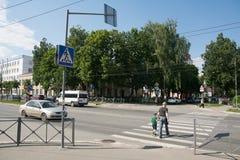 Le tram tourne à droite photographie stock libre de droits