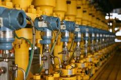 Le transmetteur de pression en pétrole et gaz traitent, envoient le signal à la pression de contrôleur et de lecture dans le syst Photographie stock
