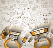 Le travail d'équipe d'Infographics avec des affaires gribouille le fond de croquis : Image stock