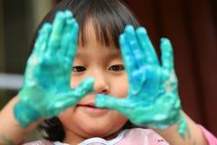 Le travail d'enfant et de peinture photos stock