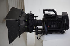 Le travail d'une caméra vidéo dans le studio Photo stock