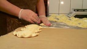 Le travail dans la boulangerie fait des g?teaux clips vidéos