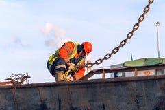 Le travail des frondeurs décroche le crochet de charge Photographie stock libre de droits