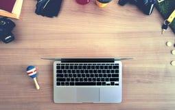 Le travailler dur, jouent dur Vue supérieure de l'espace de fonctionnement du surrou d'ordinateur portable Image libre de droits