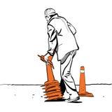 Le travailleur de route met des cônes du trafic Image stock
