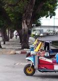 le tre-ruote aria aperta, divertimento e TUK-TUK urbano TAILANDESE e di BANGKOK ben noto rullano Fotografie Stock Libere da Diritti