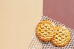 Le trellis a complété des pâtisseries avec de la garniture d'aux pommes image libre de droits