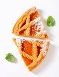 Le trellis a complété la tarte d'abricot photo libre de droits