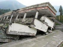 Le tremblement de terre a endommagé l'école dans la province de Sichuan, Chine Image stock
