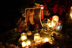 Le trente-quatrième anniversaire de la mort de John Lennon à Strawberry Fields Photo stock