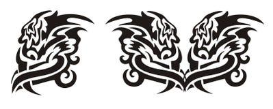 Le tribal a tournoyé principal de dragon et le coeur d'un dragon Photographie stock libre de droits