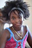 Le Trinidad, Cuba, le 15 août 2018 : Peu fille cubaine posant à la maison photos libres de droits