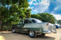 LE TRINIDAD, CUBA - 11 DÉCEMBRE 2013 : Vieux pair américain classique de voiture Image stock