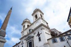 Le Trinite Dei Monte Church en haut des étapes d'Espagnol à Rome Italie Photographie stock