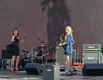 Le trio des musiciens sur l'étape photos stock