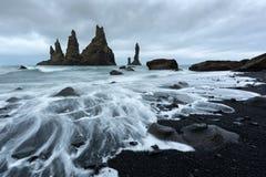 Le ` Troll de formations de roche de basalte botte le ` avec la pointe du pied Photo stock