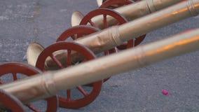 Le trombe si chiudono su, usato per le processioni musicali di settimana santa dell'accompagnamento stock footage