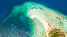 ?le tropicale avec la plage blanche, vue a?rienne ?le tropicale photo stock
